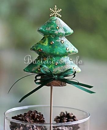weihnachtsbasteln mit papier decopatch weihnachtsbaum. Black Bedroom Furniture Sets. Home Design Ideas