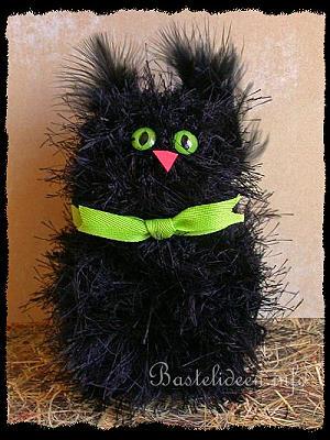 basteln zu halloween mit kindern schwarze katze aus wolle pom pom katze. Black Bedroom Furniture Sets. Home Design Ideas
