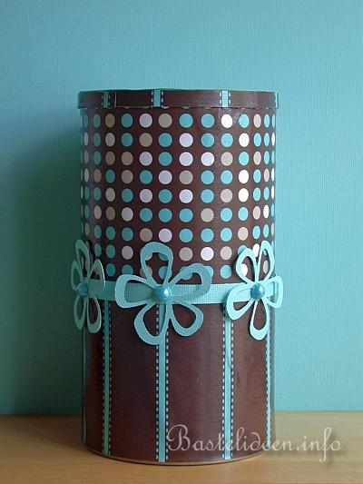 recycling basteln mit cappuccino dosen dose im retrolook. Black Bedroom Furniture Sets. Home Design Ideas