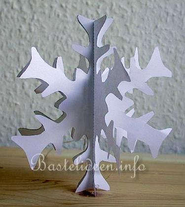 winterbasteln basteln mit papier 3d schneeflocke. Black Bedroom Furniture Sets. Home Design Ideas