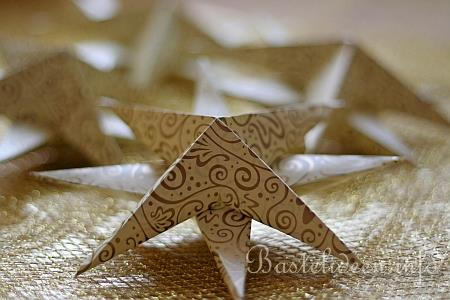 weihnachtsbasteln mit papier 3d origami sterne in gold. Black Bedroom Furniture Sets. Home Design Ideas