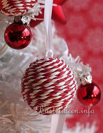 weihnachtsbasteln weihnachtsbaumanh nger in rot und weiss. Black Bedroom Furniture Sets. Home Design Ideas