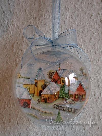 Weihnachtsbaumschmuck basteln kugel mit winterdorf - Kugel laterne basteln ...