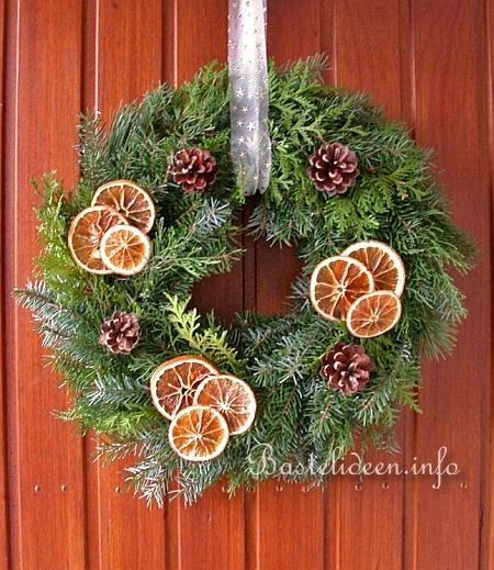 http://www.bastelideen.info/assets/images/Basteln_Weihnachten_-_Turkranz.jpg
