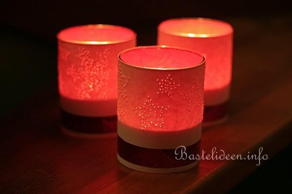 basteln mit papier f r weihnachten teelichtgl ser mit gestochenen motiven. Black Bedroom Furniture Sets. Home Design Ideas