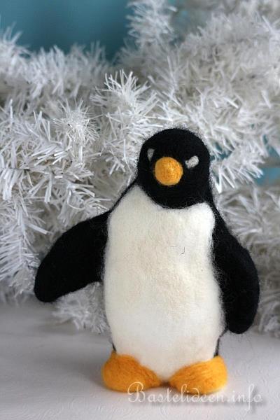 Winterbasteln nadelfilzen auf styropor flauschiger pinguin - Bastelideen winter ...