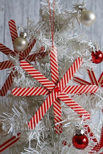 basteln mit kindern zu weihnachten holz schneeflocken. Black Bedroom Furniture Sets. Home Design Ideas