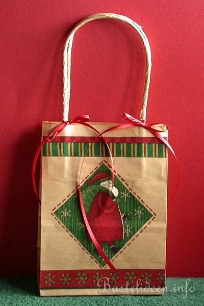 basteln zu weihnachten weihnachtsgeschenktasche. Black Bedroom Furniture Sets. Home Design Ideas
