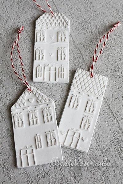basteln zu weihnachten weihnachtsbaumanh nger aus modelliermasse. Black Bedroom Furniture Sets. Home Design Ideas