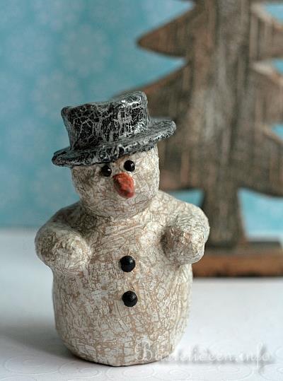weihnachtsbasteln basteln mit papier pappmache decopatch schneemann. Black Bedroom Furniture Sets. Home Design Ideas
