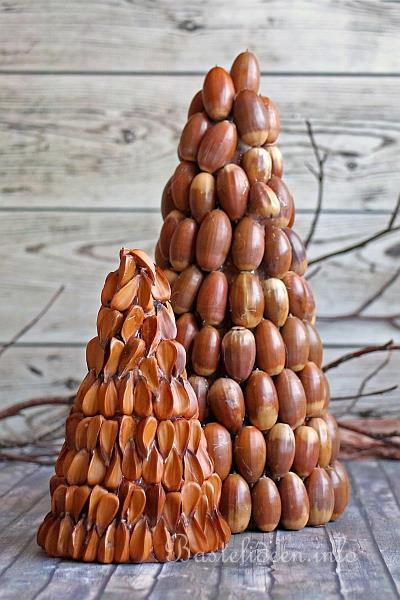 bastelidee für weihnachten - dekobäume mit naturmaterialien basteln,