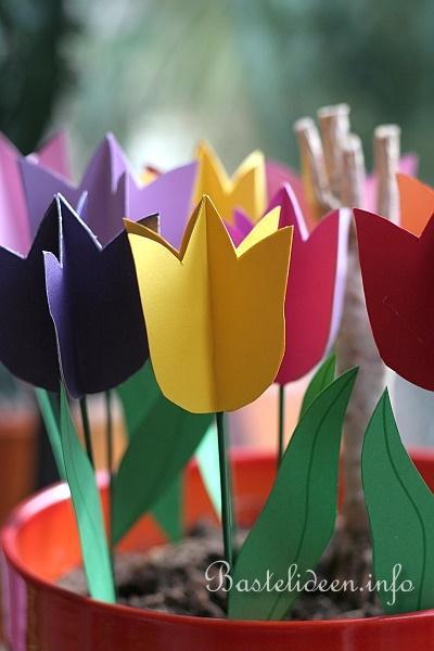fruehlingsbasteln mit kindern tulpen aus papier