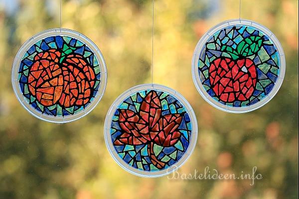 Basteln zum herbst mit kindern upcycling bastelidee herbstliche fensterbilder - Fensterbilder herbst ...