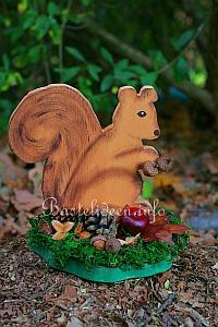 Herbstbasteln mit holz eichh rnchen bastelvorlage for Holz bastelvorlagen kostenlos