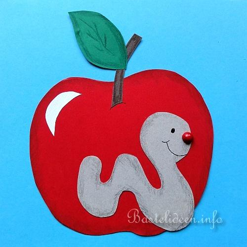 Herbstbasteln mit kindern apfel und wurm fensterbild for Apfel basteln herbst