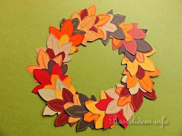 Herbstbasteln Mit Kindern Papierkranz Mit Herbstblattern
