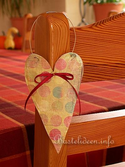 valentinstag geschenk aus holz basteln herz laubs gearbeit. Black Bedroom Furniture Sets. Home Design Ideas