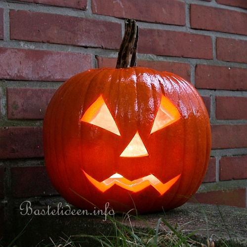 Halloweenbasteln Mit Kürbisse Ein Kürbis Geischt Schnitzen