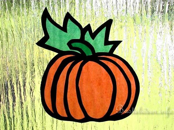 Herbstbasteln mit kindern k rbis fensterbild - Halloween fensterbilder ...