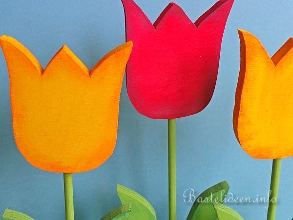 fr hlingsbasteln laubs gearbeit holz tulpen. Black Bedroom Furniture Sets. Home Design Ideas
