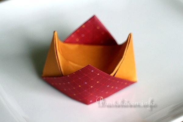 Origami Bastelanleitung - Eierbecher basteln