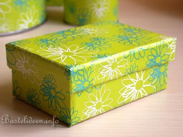 basteln mit geschenkpapier recycling basteln decoupage auf diversen gegenst nden. Black Bedroom Furniture Sets. Home Design Ideas