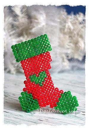 weihnachtsbasteln mit kindern buegelperlen weihnachtsstrumpf