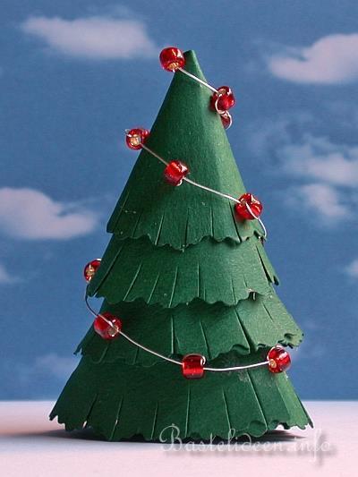 Papierbasteln f r weihnachten weihnachtsbaum aus tonkarton - Weihnachtsbaum basteln papier ...