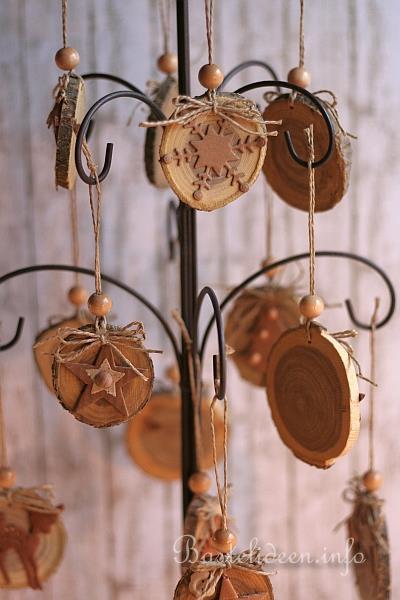 Weihnachtsbasteln mit holz nat rliche - Basteln mit baumscheiben ...