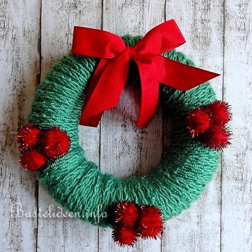 basteln zu weihnachten einen weihnachtskranz mit strickkordel verzieren. Black Bedroom Furniture Sets. Home Design Ideas